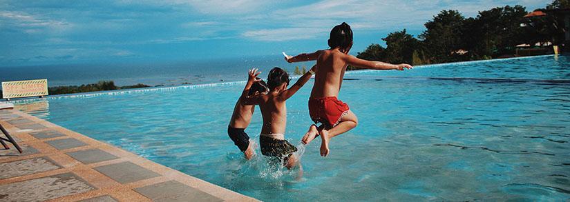 Tratamento de piscina com sal. Como funciona?