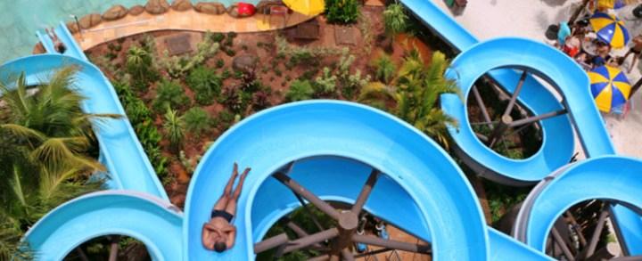 Toboágua e escorregador para piscina residencial