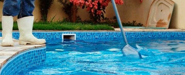 Por que preciso trocar a areia do filtro de piscina?
