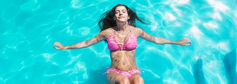 Temos que adicionar mais cloro na piscina no verão?