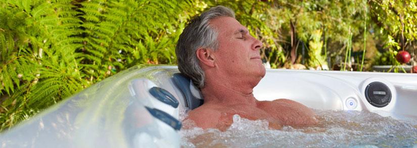 Idosos na piscina: dicas de segurança