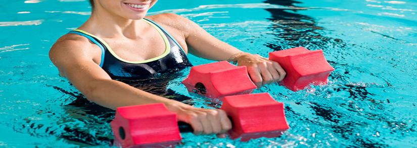 4 exercícios físicos para fazer na piscina
