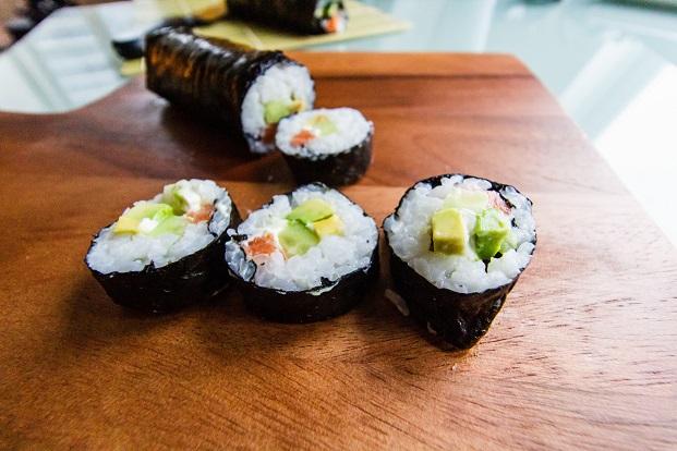 cómo preparar sushi makis