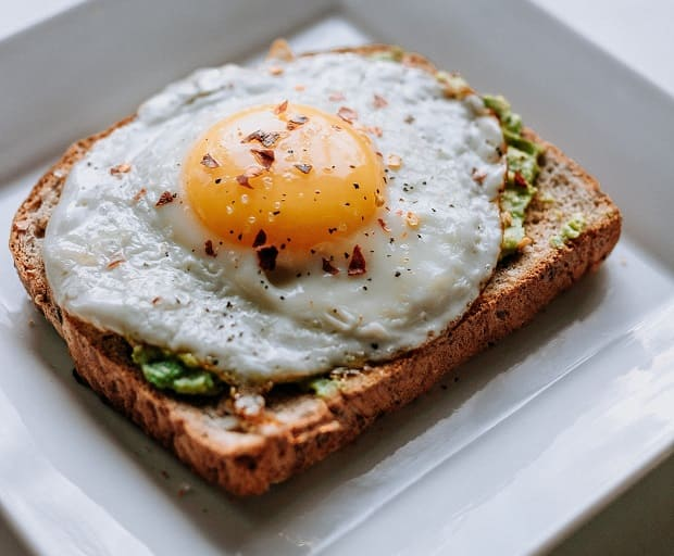recetas con aguacate y huevo