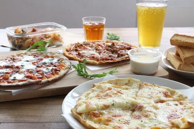 Varias pizzas carbonara