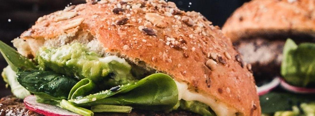 Livrare burger în Brașov: alege cea mai gustoasă combinație