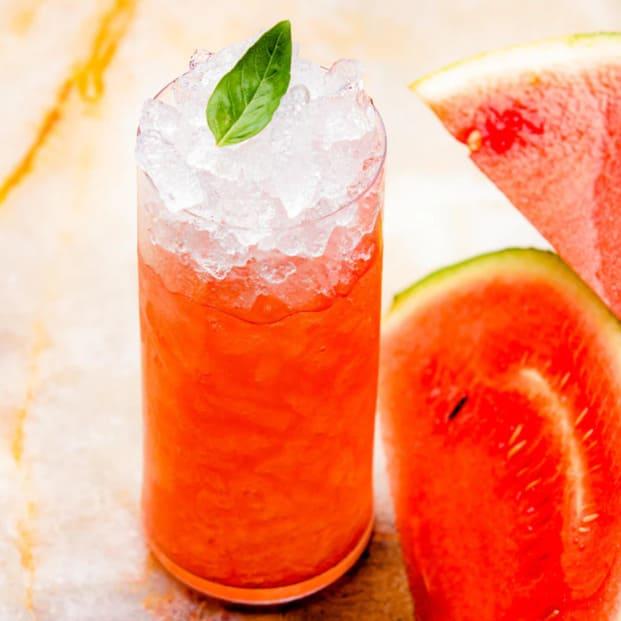 Bebidas refrescantes como el sorbete de sandía