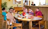 Frühstück in der Wohngruppe im Troxler-Haus