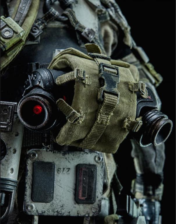 ThreeZero-Titanfall-IMC-Battle-Rifle-Pilot-fanny-pack