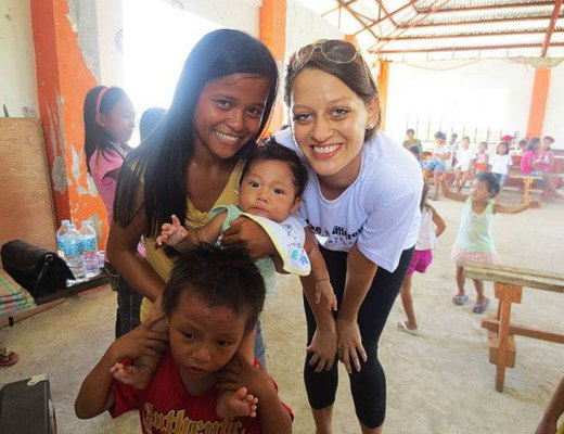 Volunteer in a Community Center in the Philippines