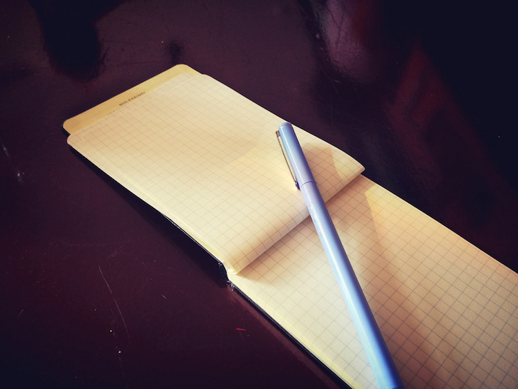 to-do list to improve your productivity note with a pen