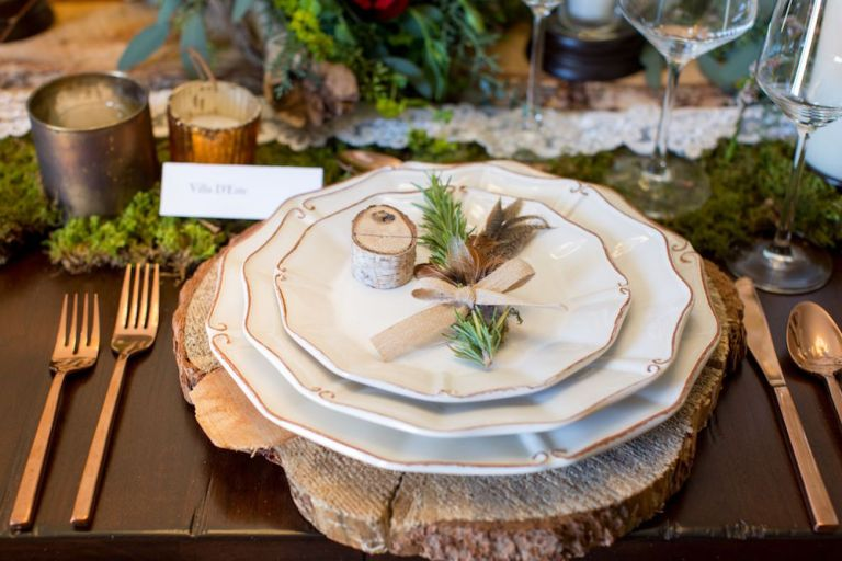 snowy-winter-wedding-ideas-place-setting-natural