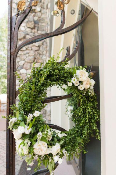 008-Winfrey-wedding-Beaver-Creek-green-wreath