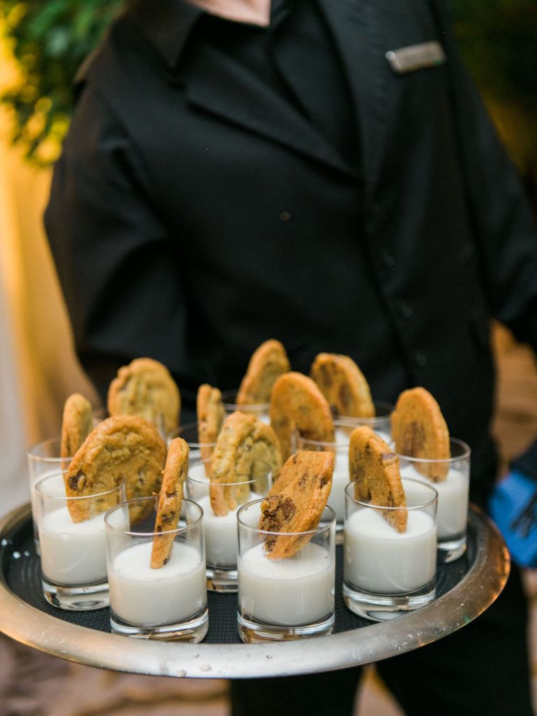 cookies-and-milk-late-night-wedding-snack