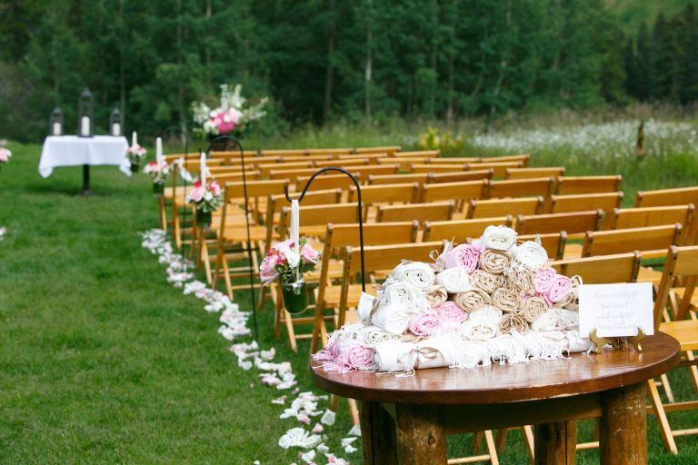 bella-outdoor-wedding-ceremony-ideas-wraps