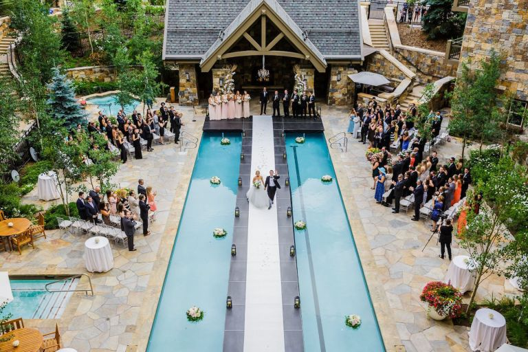 bella-outdoor-wedding-ceremony-ideas-pool aisle