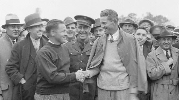 Bobby Jones Congratulates Horton Smith after Winning the First Masters, image: espn.com