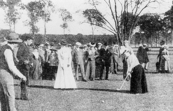 Golfers at the 1900 Olympic Games in Paris, image: golf.procon.org