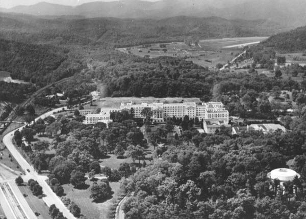 Greenbrier Resort in the 1950s, image: golfadvisor.com