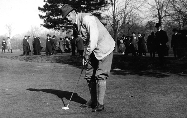Walter Travis Using His Schenectady Putter, image: walterjtravissociety.wordpress.com