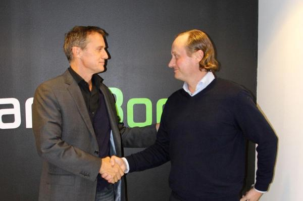 Michael Pask, Senior Vice President of IMG (left) and Mikko Manerus, CEO of GameBook shook hands to seal the partnership.