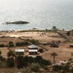 Stranden i Gotcatkjola der fiskerne renser garnene sine