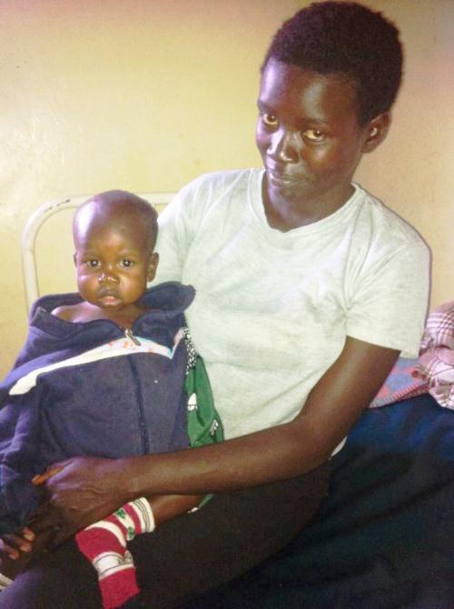 Mor og sønn på klinikken