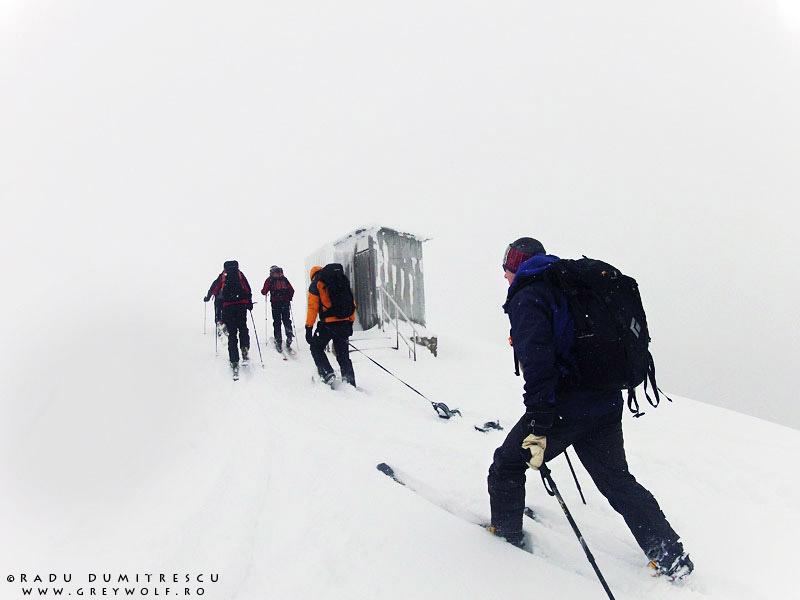 Schi de tură în Munții Baiului, fotografie realizată de Radu Dumitrescu.