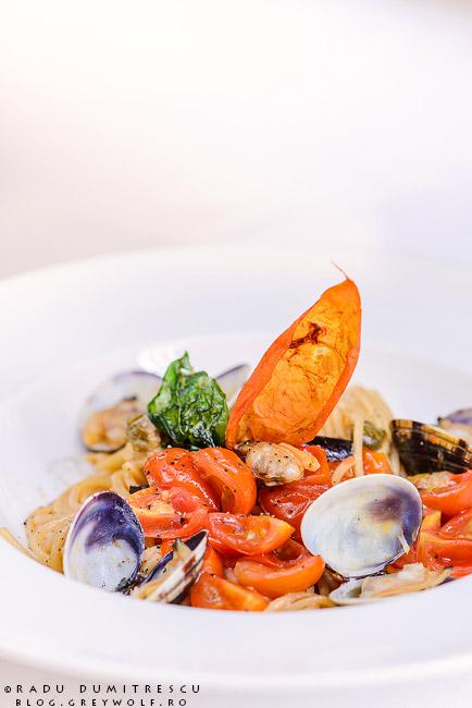Fotografie culinară - paste cu fructe de mare, chef Marco Magri - restaurant Roberto's - Athenee Palace Hilton - foto Radu Dumitrescu
