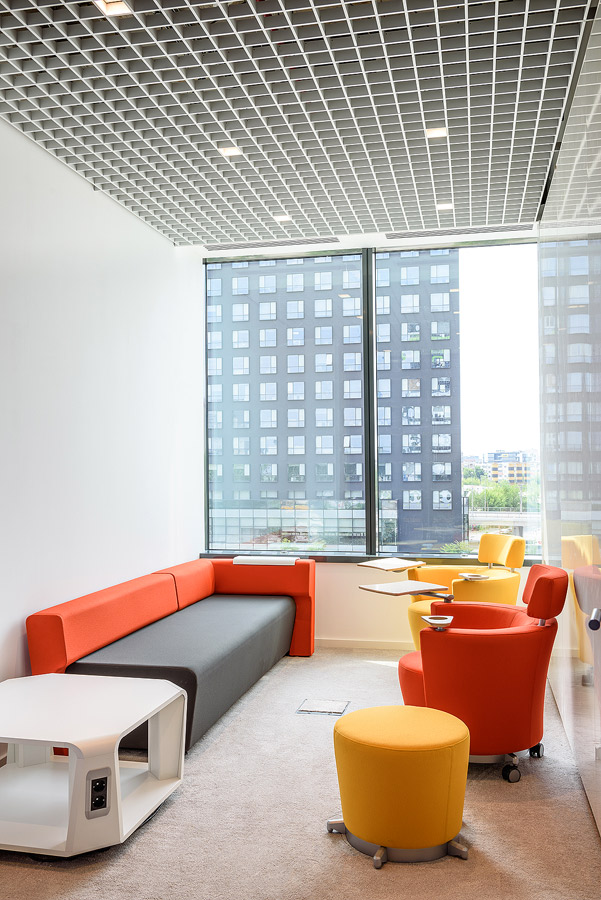 Fotografie de interior cu sala de relaxare a Colgate România