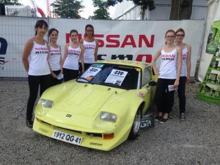 Les filles de chez Nissan sont elles aussi tombées sous le charme de notre Jidé