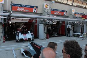 La Audi Hybride dans son paddock