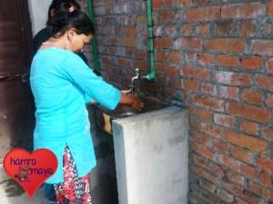 Waschbecken neben den Toiletten - mehr Hygiene nun in der Schule. (Foto: hamromaya Nepal e.V.)