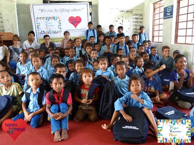 945 Schultaschen für Kinder an 6 Schulen im Distrikt Bardia.