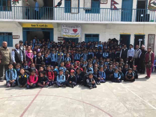 Insgesamt verteilten wir auf unserer 9-tägigen Reise knapp 2.500 Schultaschen in 38 Schulen.