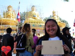 Dike vor den drei großen Buddha-Statuen bei Swoyambhu