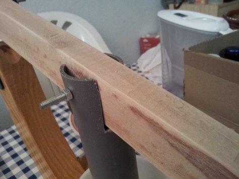 Detalle del corte del PVC sujeto a la palanca