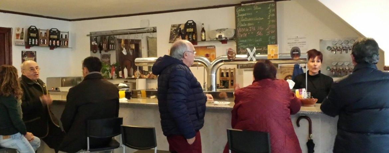 Clientes de la Sevebrau Tavern