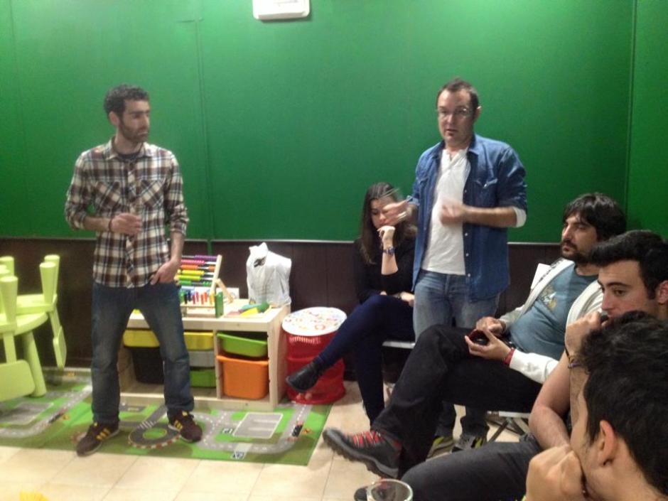 Salva e Isma explicando sus Milanas
