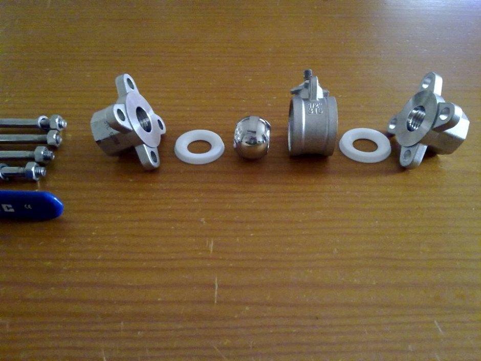 Válvula de 3 piezas totalmente desmontada - Foto: David Torres Fábregas