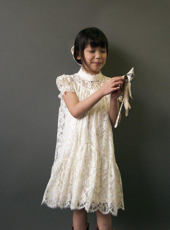 une robe en dentelle pour mes petites filles d 39 honneur ou pas happy chantilly. Black Bedroom Furniture Sets. Home Design Ideas
