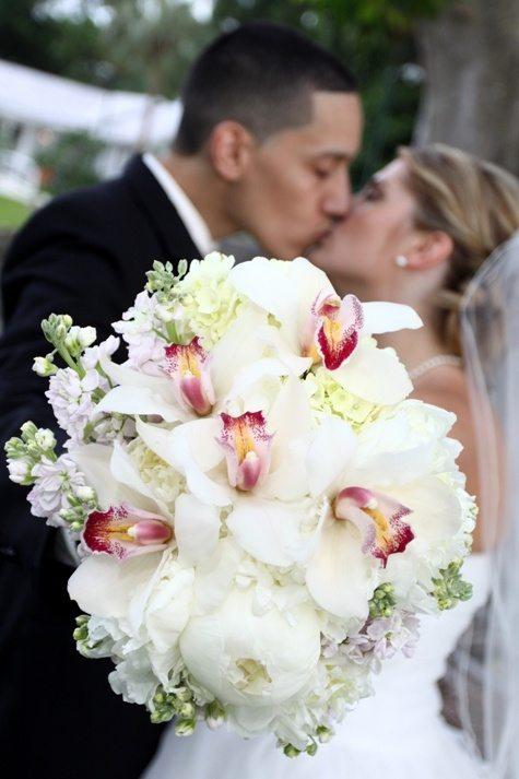 Joli bouquet de pivoines et d 39 orchid es - Bouquet pivoine mariage ...