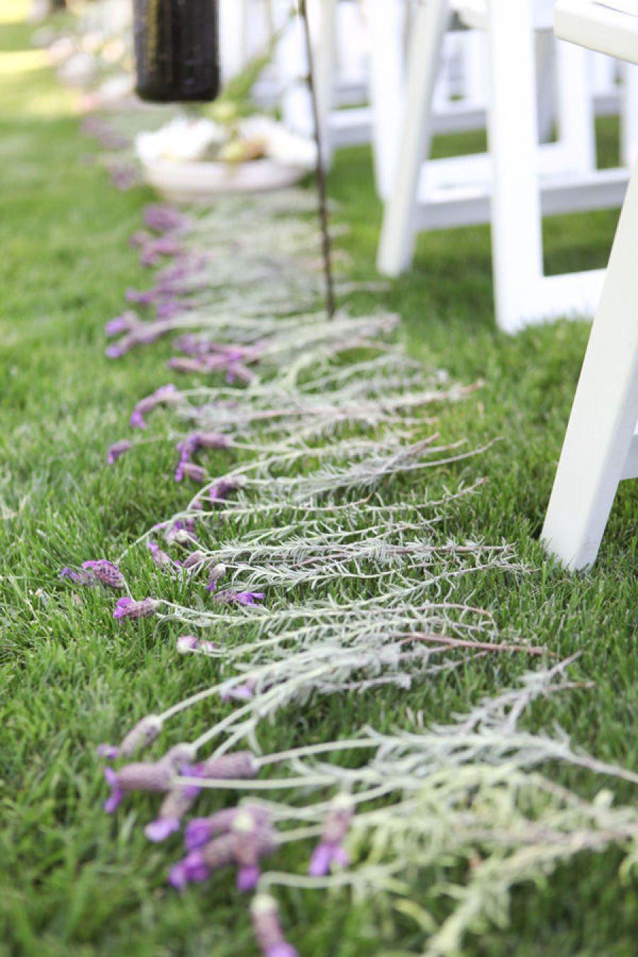 Mariage une all e de lavande for Decoration ceremonie