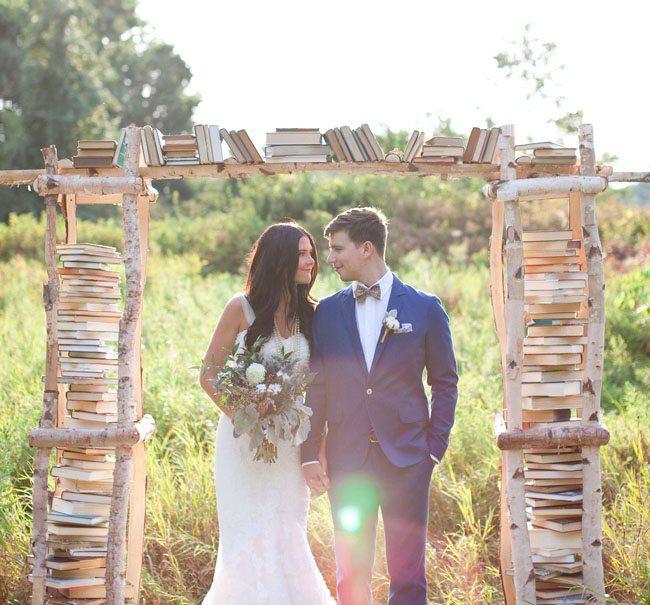 arche_mariage_ceremonie_rustique_livres.