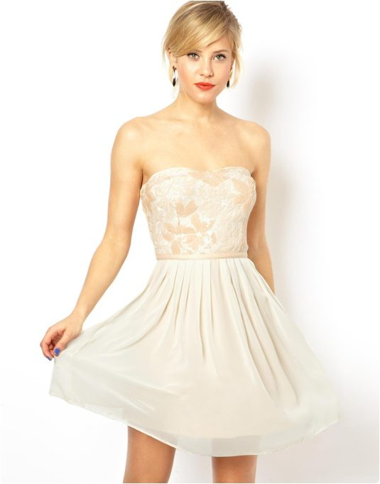 Robe blanche fleur