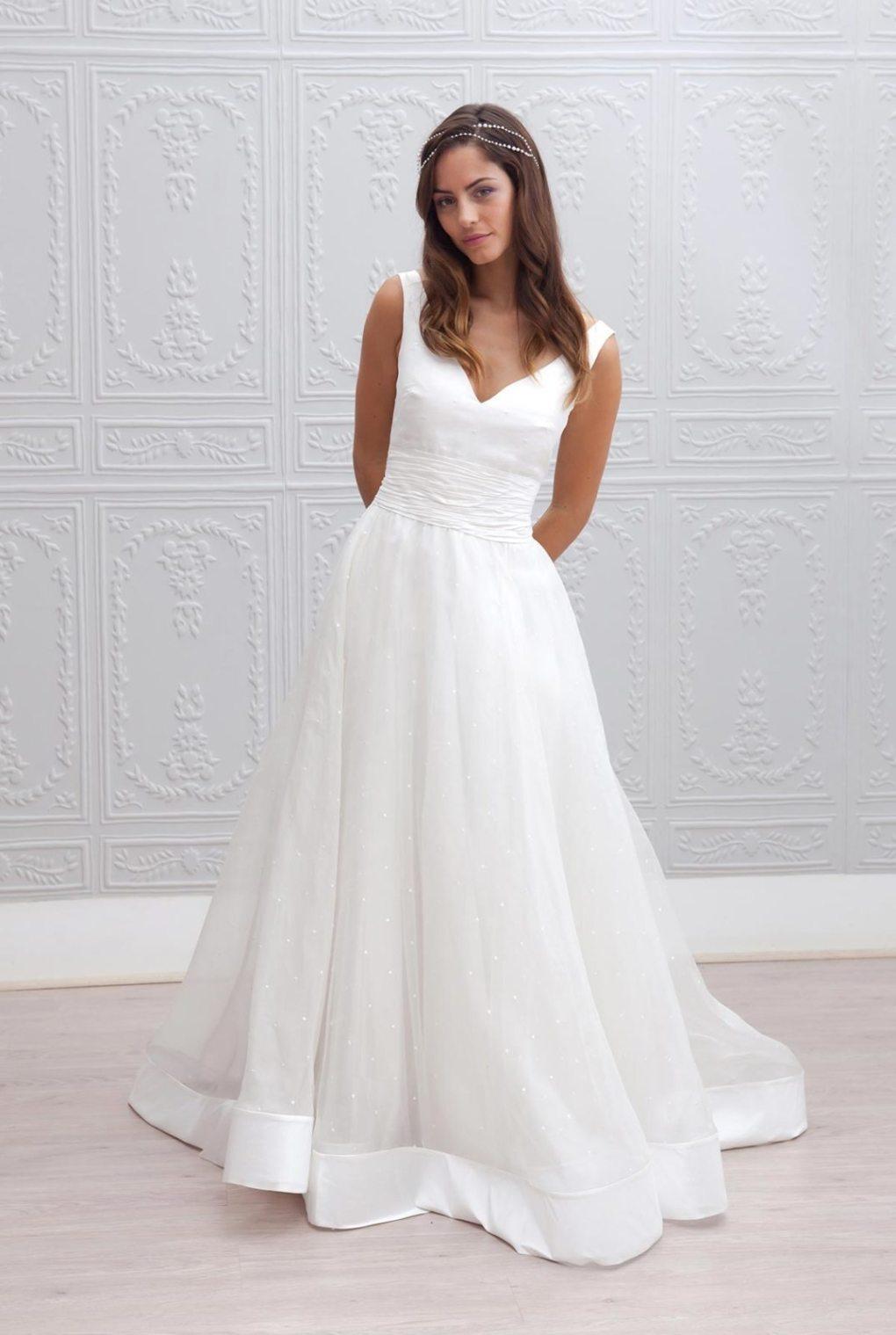 0e0c9c029be Retrouvez tous les modèles de robes de mariée sur le site de Marie Laporte.  Find all the wedding dresses models on the site of Marie Laporte.