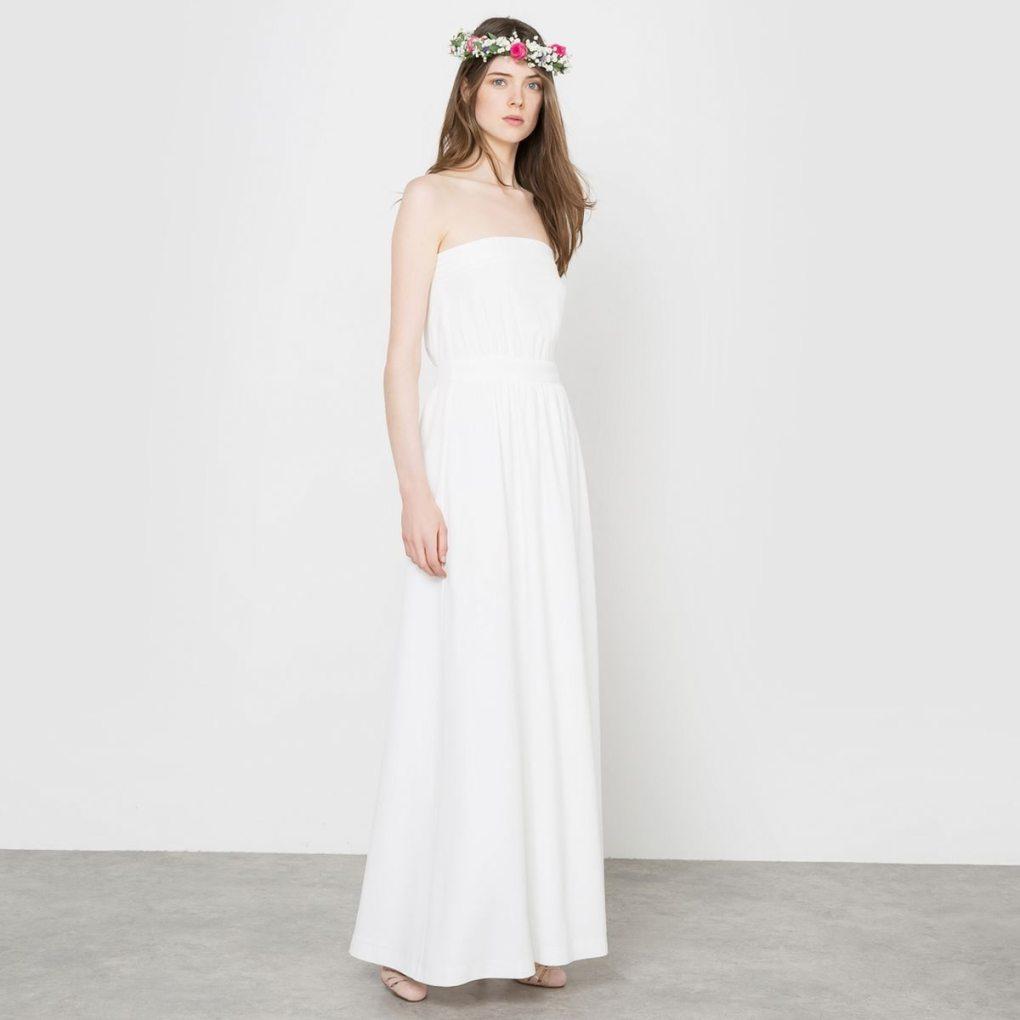 7e60fcab1e6 J adore les petits boutons à l arrière de la robe! A porter avec sa blouse  en dentelle et une jolie couronne de fleurs