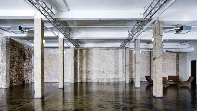 exposed brick wall warehouse with pillars