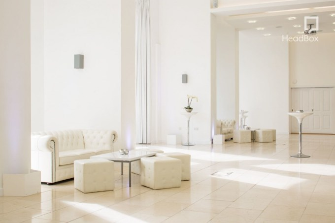 White space with natural daylight