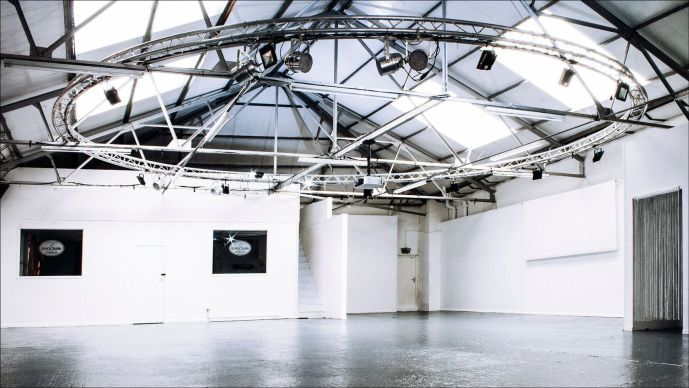 Image of Black Swan photography studio